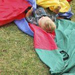 Juego y entretenimiento con tela de colores